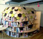 Letti in legno: igloo di libri