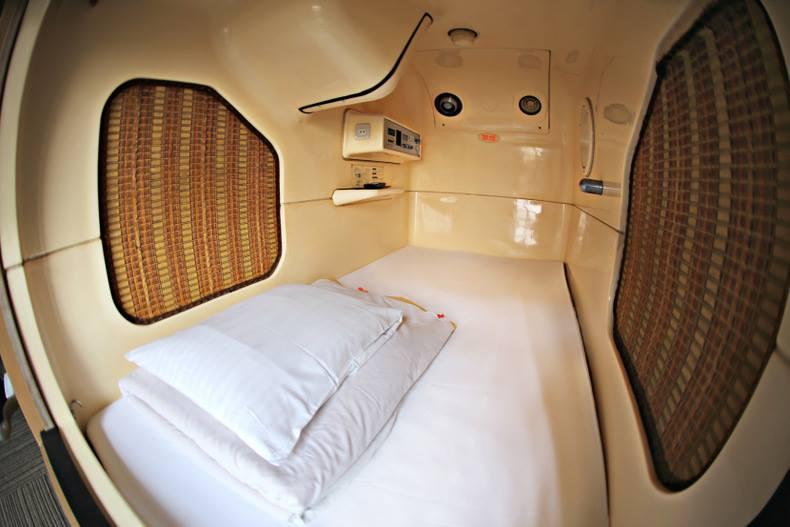 futon capsule hotel