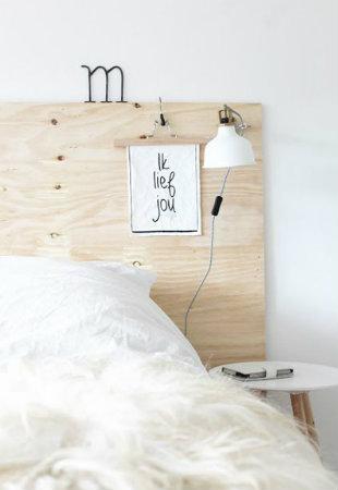 Messaggi su testiera del letto