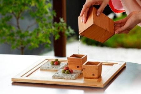Sake giapponese nel masu