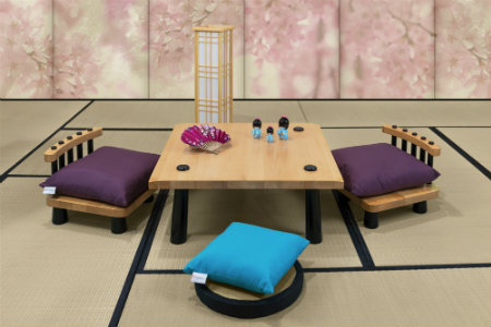 Tavolino giapponese con sedie