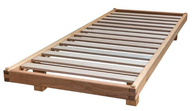 Il letto a doghe Bio Wood, qui in versione naturale.